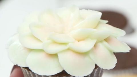 Most te is megtanulhatod, hogyan készíthetők káprázatos virágos cupcakek! – videó