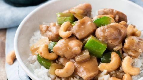 Készíts mennyei kínai kesudiós csirkét 20 perc alatt!
