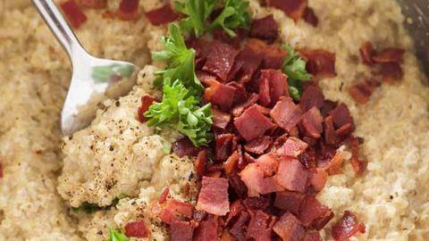 Könnyű quinoa-rizottó kecskesajttal és baconnel