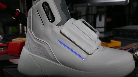 Megszületett a jövő cipője: wi-fi hotspot is van benne