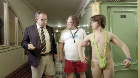 Vicces reklámfilm a helyes fürdőhasználatról brit fiataloknak