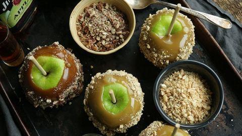 Ínyenc desszert csak felnőtteknek: karamellás, Bourbon-whiskey-s alma
