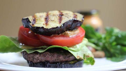 Próbáld ki te is a grillezett padlizsánburgert!