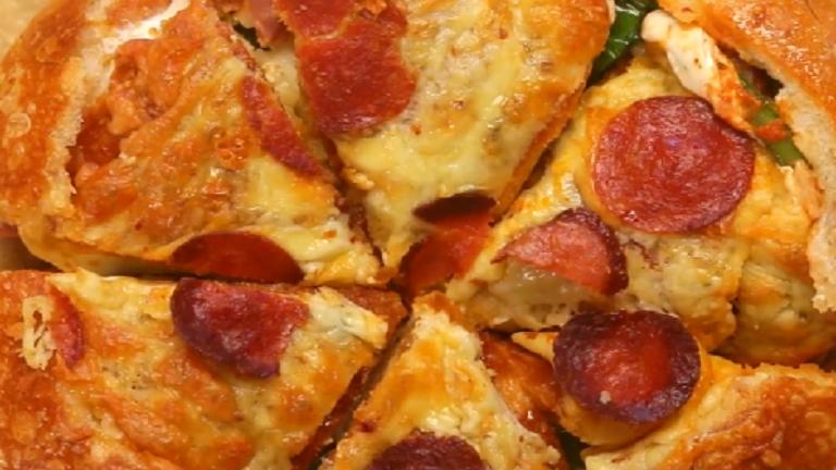 Cipóba töltött pizza