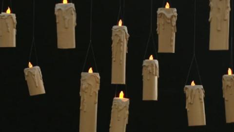 Egyszerű, de nagyszerű halloweeni dekoráció: kísértetiesen lebegő gyertyák