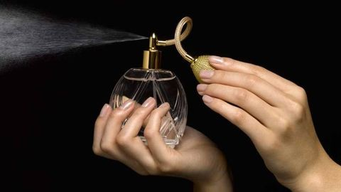 Messziről bűzlött a hamis parfümszállítmány