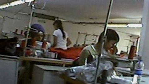 Menekült gyerekek dolgoznak a brit ruhamárkák török gyáraiban