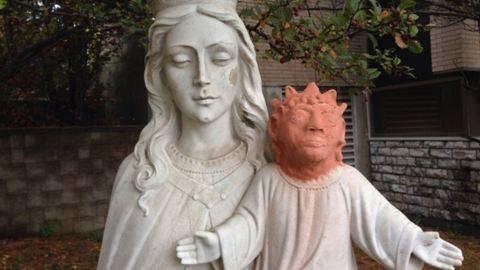 Mémözönt indított a Jézus-szobor új feje