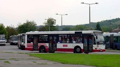 Csak a buszsofőrön múlt, hogy nem verték meg jobban az ellenőrt