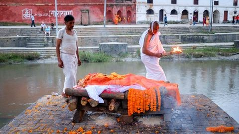 Fehér gyász: kultúrák, ahol a gyászolók a tisztaság színébe öltöznek