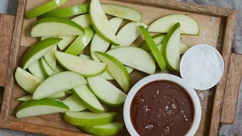 Ezzel az édes mártogatóssal minden gyerek megeszi majd az almát
