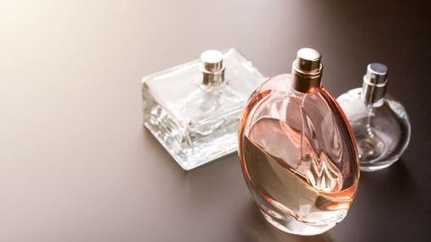 Eddig rossz helyre fújtad a parfümöt – ide kell!