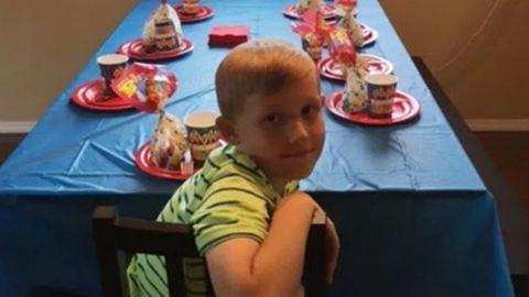 Senki sem ment a 9 éves fiú szülinapi bulijára – a tűzoltók mentették meg a napot