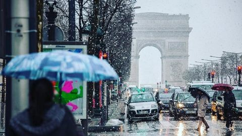 Csodaszép képek a behavazott Párizsról