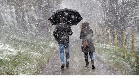 Nagy pelyhekben esik a hó Zalában