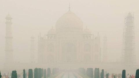 Ijesztő felhőként terjeng a szmog India felett – fotó