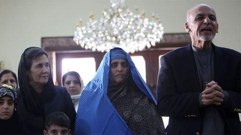 Elnöki ajándék várta a hazatoloncolt afgán lányt