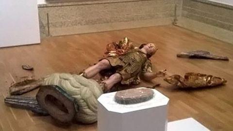 Szelfizés tette tönkre a 400 éves szobrot