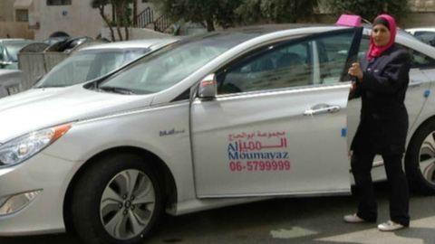 A gázra lépnek a nők jogaiért a jordániai taxis csajok