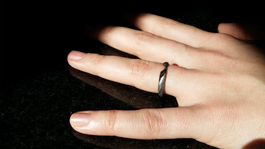 Meteoritból készített eljegyzési gyűrűvel kérte meg szerelme kezét