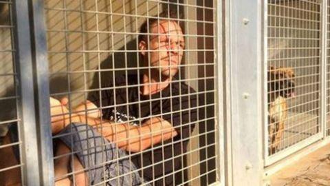 150 gazdátlan állatot juttatott gazdához ketrecbe zárt humorista