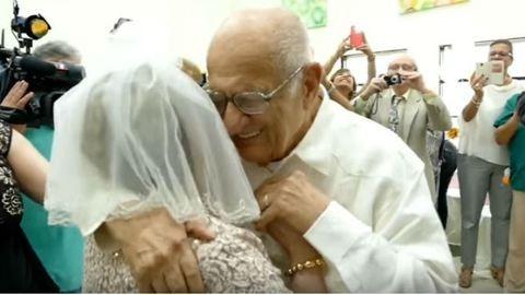 A hónap szerelmespárja a 80 éves menyasszony és 95 éves vőlegénye