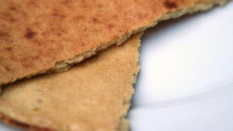 Készíts szuperegyszerű, házi, gluténmentes lapos kenyeret!