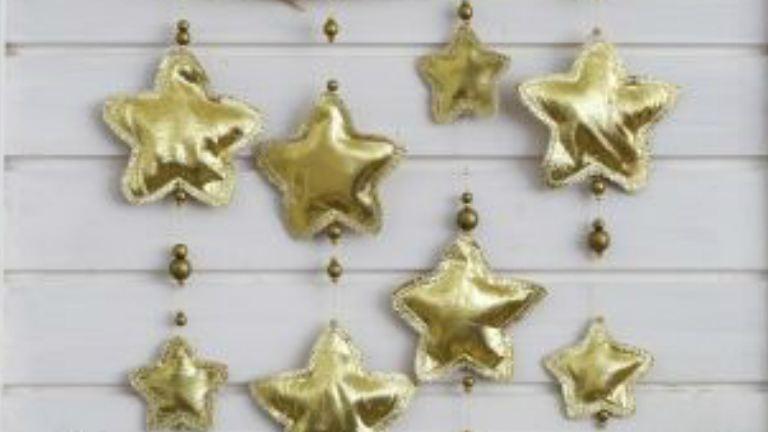 Készíts aranyló textilcsillagokat!