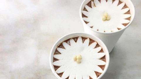 A leglátványosabb édesség: így nyílik virággá a pillecukor