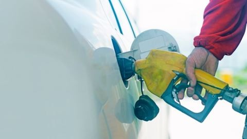 Pénteken még drágább lesz a benzin