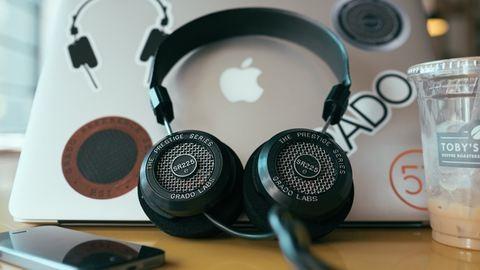 Már a fülhallgatónkon keresztül is kémkedhetnek utánunk