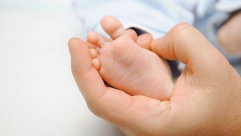 Meghalt az otthon született kisbaba