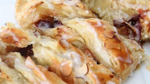 Áfonyás-krémsajtos csavart kenyér, a család új kedvenc reggelije
