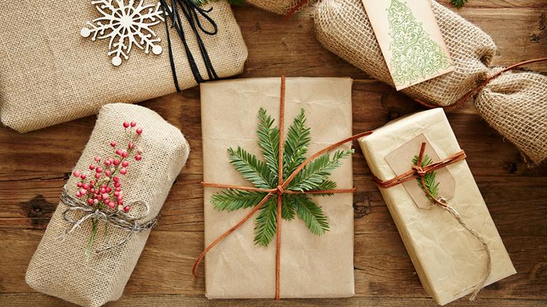 Hogyan csomagoljunk ajándékot karácsonykor?