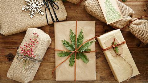 Így kell profin ajándékot csomagolni karácsonykor