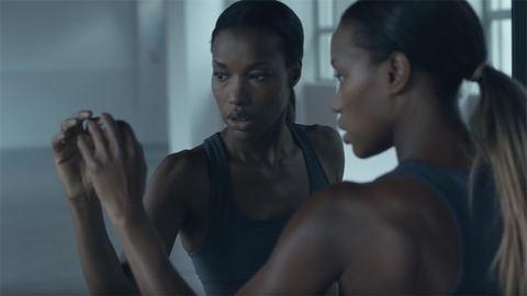 Lélegzetelállítóan táncol a vak lány – videó