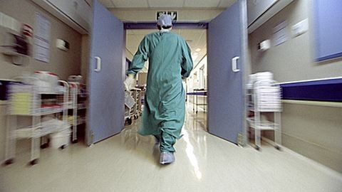 Holttest a kórházi mosdóban: belső vizsgálat indult