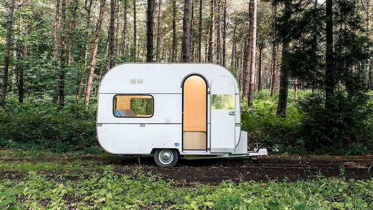 Dizájnos mobil iroda, amiben az erdő közepéről is dolgozhatsz