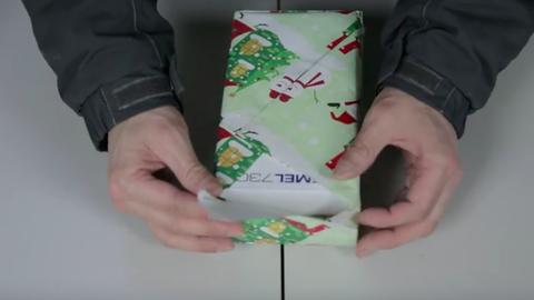 15 másodperc alatt becsomagolhatsz egy ajándékot ezzel a technikával