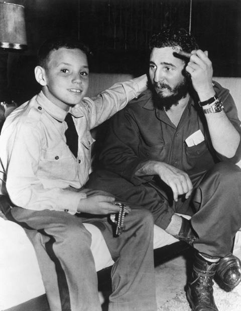 Fidel Castro és fia Fidelito (Fotó: Bettmann)
