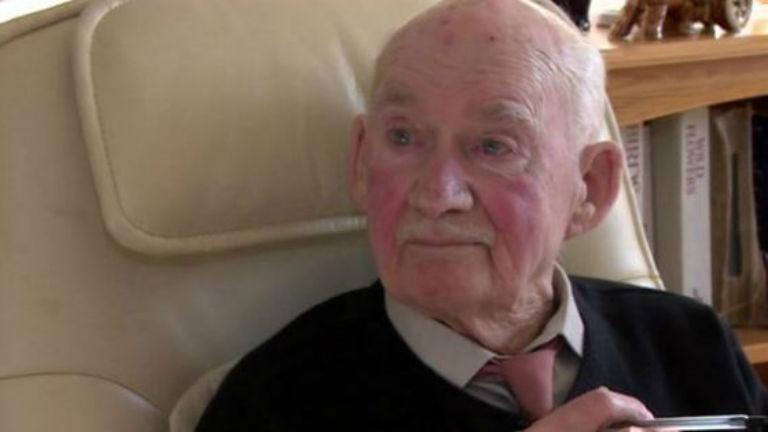Újsághirdetésben keresett állást a 89 éves bácsi, mert unatkozott
