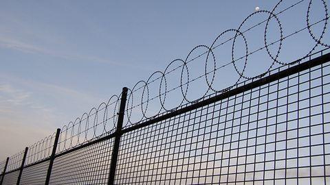Letépte a váci börtön kapuját a szél