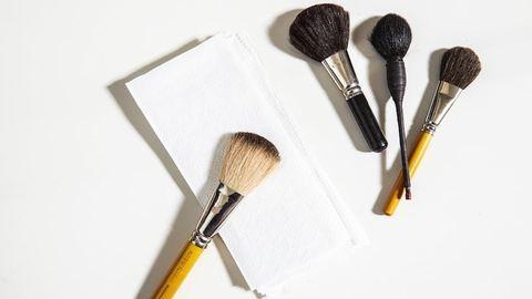 Így tisztítsd a sminkecseted – hasznos tippek