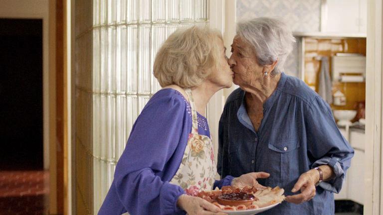 A spanyol Igazából szerelemben leszbikus nagymama és édeshármas is van