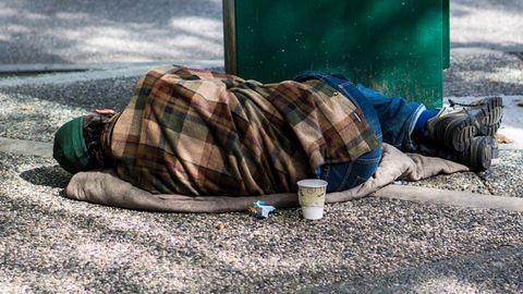 26 év hajléktalanság után kapott munkát János