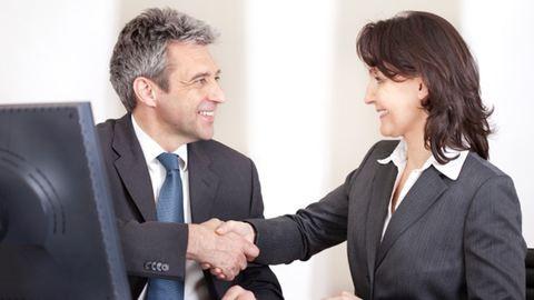 Bevezetnék a sokat kereső főnökök adóját