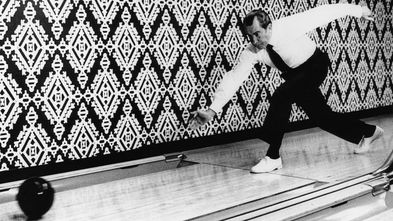 Richard Nixon gurít: a botrányhős elnök imádott bowlingozni (Fotó: Tumblr)
