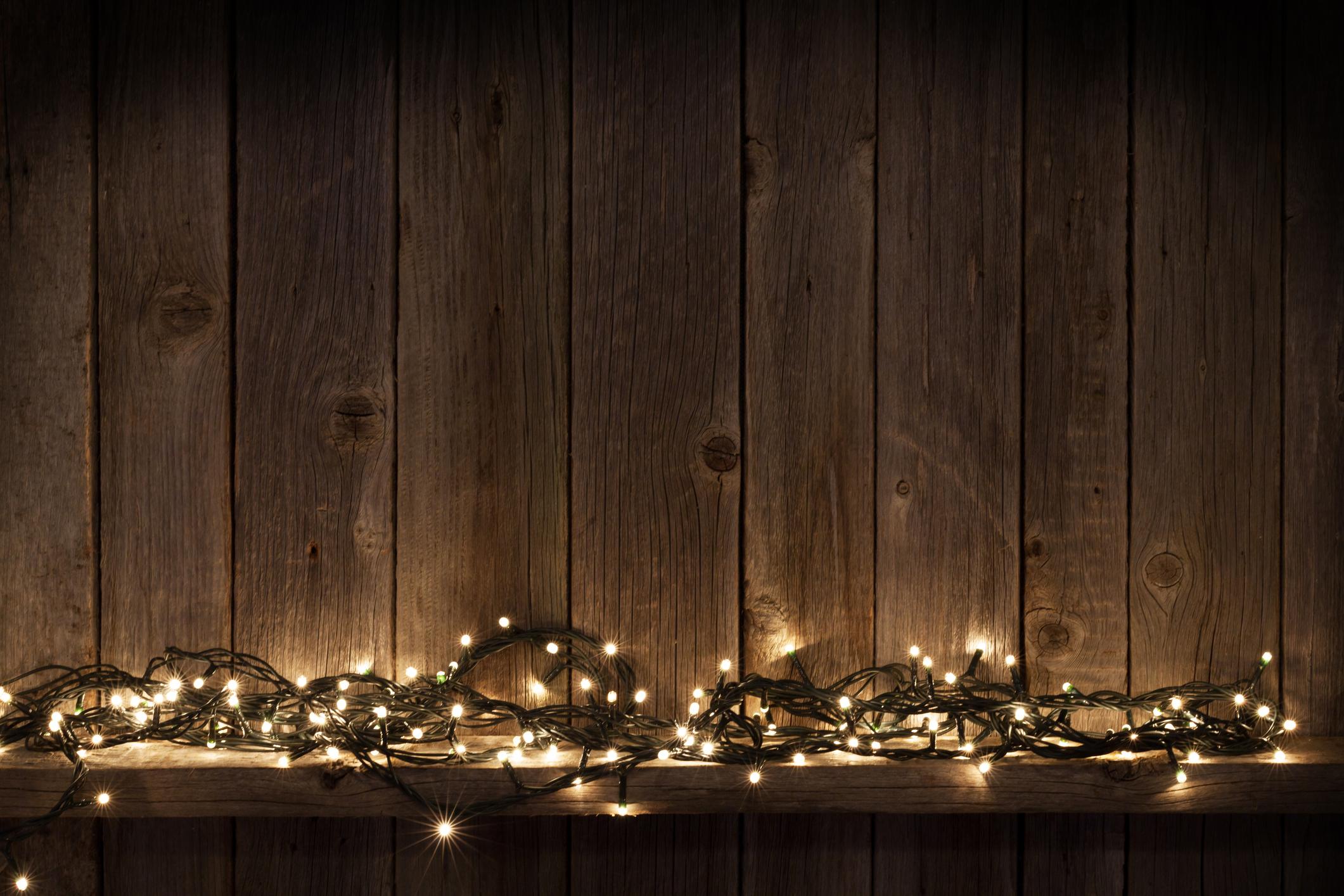 Gyakorlatilag a lakás bármelyik pontjába elhelyezhetünk egy fényfűzért. Nem kell dúldíszíteni, karácsonyi csillogó díszekkel megbolondítani. Önmagában is csodaszép!