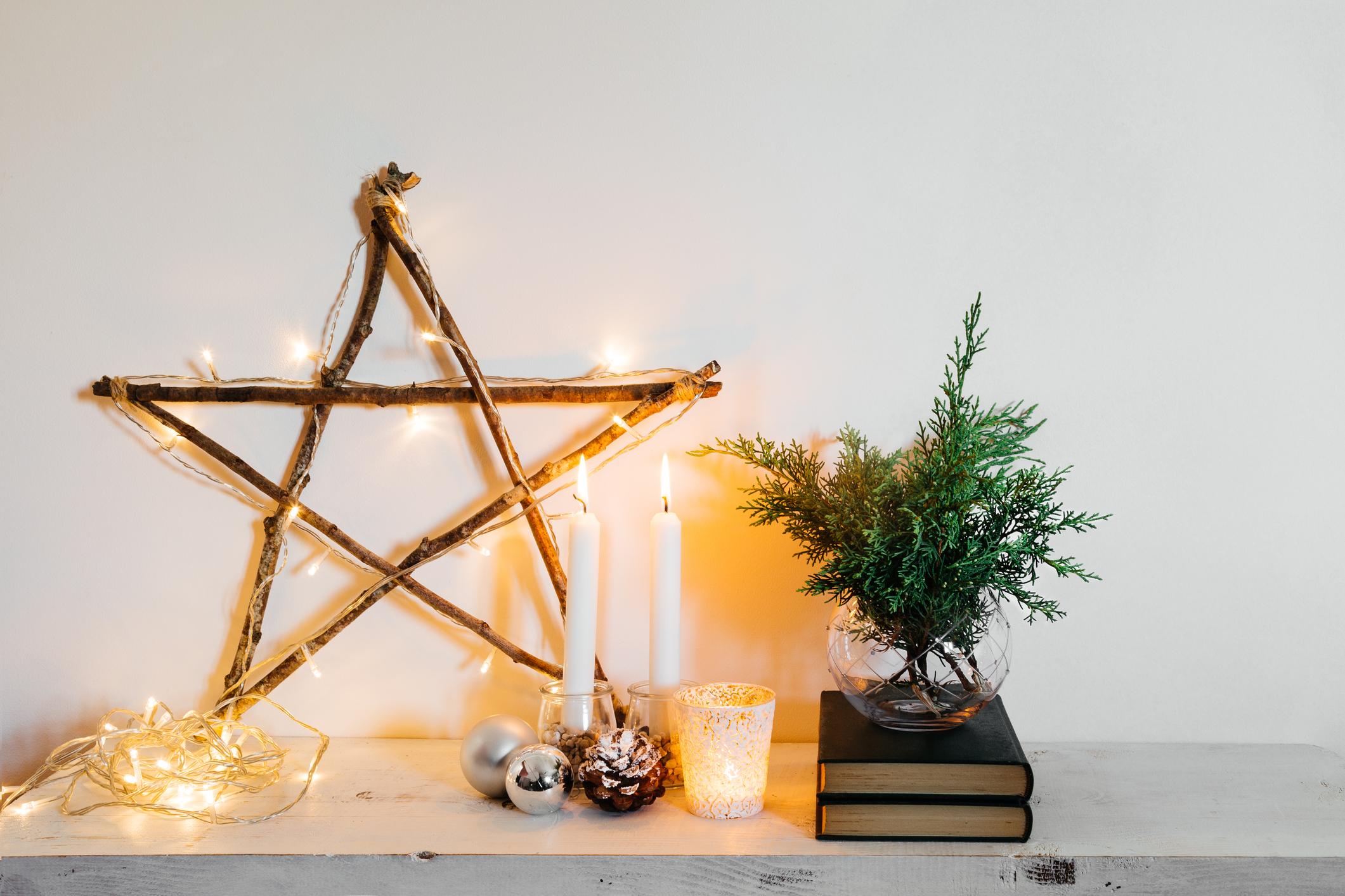 A karácsonyi csillagot fényfüzérrel is bolondíthatod!