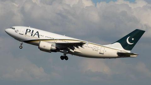 47 emberrel zuhant le egy repülőgép